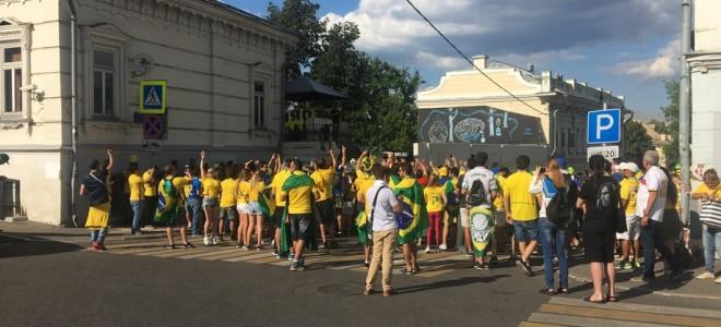 Бразильские болельщики перекрыли Рюмин переулок в столице РФ